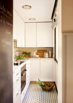 gray and white kitchen decor and black paint for door decoration Small kitchen design and redesign projects call for efficient and smart space planning Small Kitchen Storage, Narrow Kitchen, Smart Kitchen, Diy Kitchen, Kitchen Dining, Kitchen Cabinets, Kitchen Seating, Kitchen Ideas, Kitchen Planning