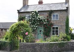 The Holiday home. - The Holiday home. The Holiday home. Cute Cottage, Old Cottage, French Cottage, Cottage Homes, Cottage Style, Cottage Plan, Up House, House Front, English Country Cottages