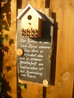 Eine handgefertigte Gartendekoration der etwas anderen Art... Ein besinnliches Zitat von Prof. Dr. Ing. Dieter Kienast Auf einem rustikalen Holzbrett habe ich eine Schieferplatte und ein...