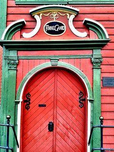 Red doors. Norway Scandinavian Doors, Early American Decorating, Windows And Doors, Red Doors, When One Door Closes, Door Entryway, Colourful Buildings, Unique Doors, Painted Doors