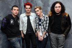 I love how mikey is just leaning towards gee