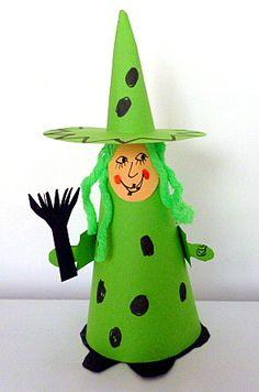 Flaschengeist - Halloween-basteln - Meine Enkel und ich Halloween Projects, Halloween Crafts, Easy Crafts, Crafts For Kids, Bricolage Halloween, School Decorations, Trick Or Treat, Hogwarts, Kids Toys