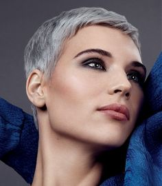Short Grey Coloured Women's Hairstyle | Eleven Hair <3
