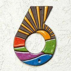 """Hausnummern """"Sonnenaufgang"""", handgefertigt, modern und außergewöhnlich. Wetterfest gebrannte Keramik. Sonnig-freundliche Motive lassen Ihr Entree strahlen."""