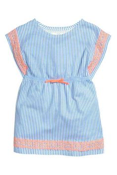 Dress with cap sleeves Frocks For Girls, Kids Frocks, Girls Casual Dresses, Little Girl Dresses, Baby Girl Romper, Baby Dress, Fashion Kids, Cute Baby Clothes, Kind Mode