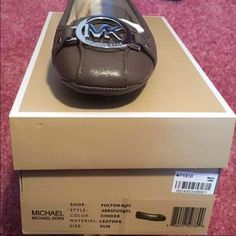 Micheal Kors flats Brand new in the package and box Michael Kors flats. It's a nice nude color that will go with everything. It is a very classy style and is a size 5 1/2, but fits like a 6. Feel free to ask questions and make me an offer. MICHAEL Michael Kors Shoes Flats & Loafers