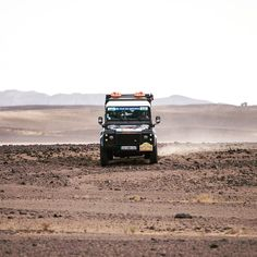 Day 1 is underway with some harsh morning weather. Teams are facing cold wind and blowing sand for an extra challenge. All 8 American teams are on course. Here the 178 team of Hall/Howells tackle the desert in their Land Rover Defender. #Landy #landrover #landroverdefender #desert #sahara #offroad #explore #morocco #navigation #usaGazelles @sabshowells @mmmotorsports @landroverusa by usagazelles Day 1 is underway with some harsh morning weather. Teams are facing cold wind and blowing sand…
