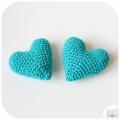 Tuto Vidéo : Faire un cœur en crochet - Jiji Hook Crochet Flower Tutorial, Crochet Diy, Crochet Amigurumi, Crochet Baby Shoes, Crochet Crafts, Crochet Flowers, Crochet Mignon, Confection Au Crochet, Crochet Poncho Patterns
