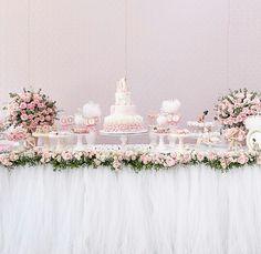 Mesa com tule Girls Dresses, Flower Girl Dresses, Table Decorations, Wedding Dresses, Birthday, Flowers, Party Ideas, Scrapbook, Kids