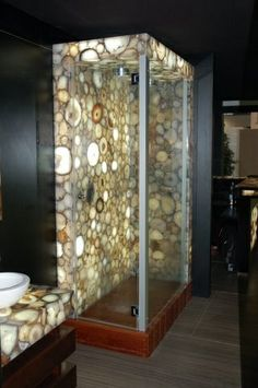Die Caesarstone Produkte überzeugen durch ihre Oberfläche, ihre angenehm warme Haptik und ihre stilvolle Optik.  http://www.arbeitsplatten-naturstein.de/caesarstone-waschtische-moderne-caesarstone-waschtische