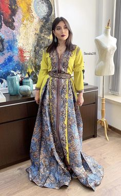 Moroccan Caftan, Caftan Dress, Oriental Design, Abaya Fashion, Traditional Outfits, Arabic Beauty, Elegant, Womens Fashion, Model