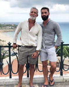 Mode Masculine, Hot Dads, Mens Flip Flops, Cute Gay Couples, Older Men, Man In Love, Bearded Men, Gorgeous Men, Sexy Men