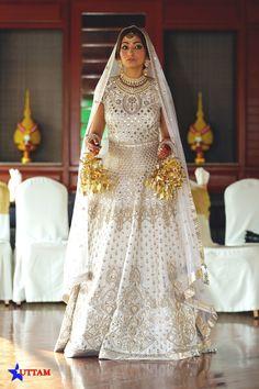 Looking for Floor length bridal off white anarkali? Browse of latest bridal photos, lehenga & jewelry designs, decor ideas, etc. Indian Lehenga, Lehenga Saree, Bridal Lehenga, Bridal Outfits, Bridal Dresses, Wedding Gowns, Wedding Suits, Indian Bridal Fashion, Indian Bridal Wear