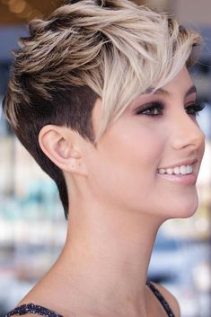 pixie hairstyles 58 Pixie Cut Hairstyles That Will Inspire You to Go Short These trendy Hairstyles ideas would gain you amazing compliments. Check out our gallery for more ideas these are trendy this year. Edgy Short Hair, Short Straight Hair, Short Hair With Bangs, Short Blonde Pixie, Cool Short Hairstyles, Short Bob Haircuts, Hairstyles With Bangs, Stylish Hairstyles, Edgy Pixie Hairstyles