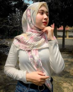Beautiful Muslim Women, Beautiful Hijab, Beautiful Asian Girls, Modern Hijab Fashion, Muslim Women Fashion, Women's Fashion, Hijabi Girl, Girl Hijab, Hijab Outfit