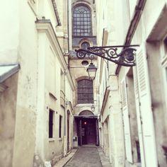 The Hidden Antiques Village of the Marais, Paris Paris Travel Guide, Tourist Spots, Best Places To Eat, Belle Epoque, Rue, Trip Planning, Parisian, City, Antiques