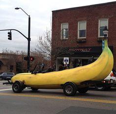 Big Banana Car: Carro banana faz sucesso por onde passa