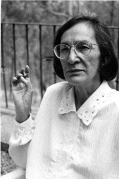 Esperanza Brito de Martí Periodista, feminista y activista mexicana. En 1982 exigió a la Cámara de Diputados una ley a favor de la Maternidad Libre y Voluntaria, y se involucró por las demandas a favor del aborto, la no discriminación, la no violencia y el derecho a la participación de la mujer en la vida social.