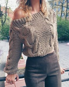 Oblique Neckline Solid Loose Short X-line Sweaters Stylish Outfits, Cute Outfits, Fashion Outfits, Fashion Pattern, Loose Shorts, Crochet Fashion, Sweater Weather, Crochet Clothes, Pulls