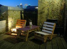 Fold away pallet lounge chairs Pallet Deck Furniture, Pallet Furniture Designs, Diy Outdoor Furniture, Furniture Projects, Pallet Chairs, Furniture Plans, Pallet Seating, Pallet Porch, Pallet Lounge