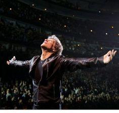 Jon Bon Jovi Bon Jovi Live, Jon Bon Jovi, Bon Jovi Pictures, Bon Jovi Always, Last Man Standing, Concert Photography, Disney Pictures, 2000s, Cool Bands