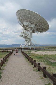 A radio telescope, part of the Very Large Array near Socorro, #NewMexico