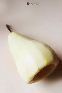 Kreatywnepiny: Gruszka Goplany duszona w czerwonym winie z nadzieniem fudge o smaku czekolada-pistacja Honeydew, Banana, Fruit, Food, Essen, Bananas, Meals, Fanny Pack, Yemek