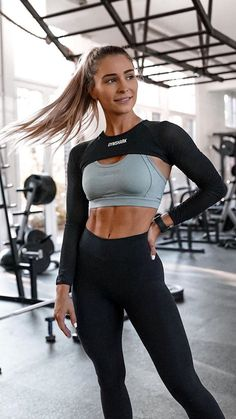 Gym outfit inspirations  - gymshark Workout Attire, Workout Wear, Nike Workout, Teen Workout, Workout Fitness, Womens Workout Outfits, Sport Outfits, Gym Outfits, Fitness Outfits