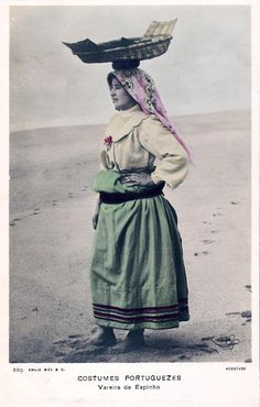 Folk Costume, Costumes, Nostalgic Pictures, Portuguese Culture, To My Mother, Fashion History, Traditional Outfits, Traveling By Yourself, Cool Art