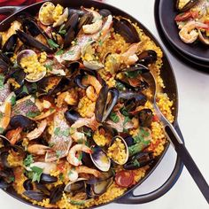Sardinian-Style Paella: Fregola, the pearl-size Sardinian pasta that is quite similar to couscous, makes a terrific substitute for rice in this paella-style dish Fish Recipes, Seafood Recipes, Dinner Recipes, Cooking Recipes, Seafood Dishes, Salad Recipes, Dinner Ideas, Korma, Gastronomia