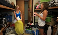 Do & s and Don & # ts of the freshman dorm - Dorm Room Hacks Ideas First Year Of College, Freshman Year, Freshman Advice, Dorm Life, College Life, College Ready, College Success, Uni Life, Ole Miss