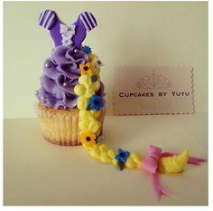 Rapunzel Cupcakes By YuYu Rapunzel Cupcakes, Rapunzel Cake, Disney Cupcakes, Disney Desserts, Birthday Cupcakes, 21st Birthday, Birthday Parties, Birthday Ideas, Mini Cakes