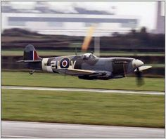 """ffncollector:""""beautifulwarbirds:"""" Spitfire""""Splendid high speed low pass of this Spitfire :) ! Ww2 Fighter Planes, Ww2 Planes, Fighter Aircraft, Fighter Jets, Ww2 Aircraft, Military Aircraft, The Spitfires, Supermarine Spitfire, Vintage Airplanes"""