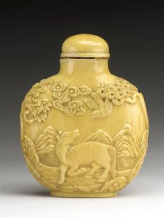 Snuff Bottle (Biyanhu) with Fisherman and Horse | China, 20th century. Carved ivory, with matching stopper.