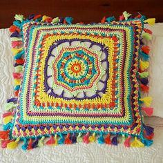 Crochet Diy Woven decorative pad - Decorative pillow to crochet with yarn woven cotton. A detail for anywhere in the home. Shipments are listed according to the site. Do not hesitate to contact us. Crochet Pillow Cases, Crochet Cushion Cover, Crochet Cushions, Crochet Mandala Pattern, Crochet Squares, Crochet Patterns, Pillow Patterns, Patron Crochet, Deco Boheme