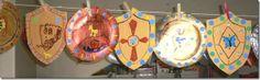 Disfraz medieval hechos con reciclados escudo, espada......