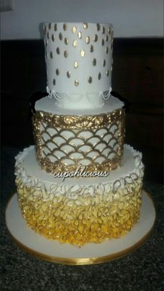 "The ""bling"" three-tier wedding cake !!!!!"