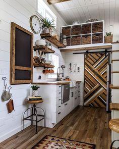 Tiny House Big Living, Tiny House Loft, Small Tiny House, Best Tiny House, Modern Tiny House, Tiny House Plans, Small House Design, Tiny House On Wheels, Inside Tiny Houses
