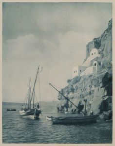 The boat Saint Nicolas in Santorini. - BAUD-BOVY, Daniel / BOISSONNAS, Frédéric - TRAVELLERS' VIEWS - Places – Monuments – People Southeastern Europe – Eastern Mediterranean – Greece – Asia Minor – Southern Italy, 15th -20th century Santorini, Old Pictures, Old Photos, Monuments, Saint Nicolas, Greek History, Frederic, Photo Vintage, As Time Goes By