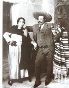 Pancho Villa con una de sus Mujeres