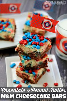 Chocolate & Peanut Butter M&M Cheesecake Bars are delicious layers of cheesecake, graham cracker crumbs, peanut butter, and chocolate! So yum! Easy No Bake Desserts, Great Desserts, Delicious Desserts, Dessert Recipes, Yummy Food, Homemade Desserts, Fun Food, Yummy Recipes, Recipies