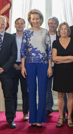 Queen Mathilde of Belgium in Natan Princesa Charlene, Princesa Victoria, Muslim Fashion, Royal Fashion, Royal Clothing, Tulle Bridesmaid Dress, Estilo Real, Royal Queen, Fashion Sewing