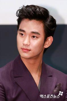 """'김수현, 中 생수 광고 예정대로 """"정치적 의도 없음 확인"""""""