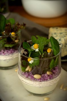 CABRALES BLUE CHEESE WITH CARAMELIZED PEAR, PURPLE CAULIFLOWER, AND GREEN SHOOTS (Scroll down for the English recipe) Asturias, si yo ...