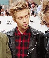 One of the most attractive gifs ever wow yes Luke @Anna Eby
