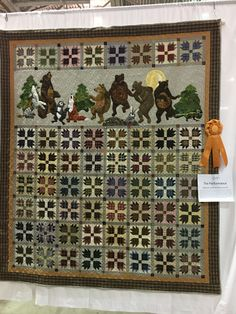 Beaumont 2018 Quilt Show – and sew it began Strip Quilts, Panel Quilts, Patch Quilt, Applique Patterns, Applique Quilts, Quilt Patterns, Block Patterns, Monochromatic Quilt, Wildlife Quilts