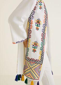 Kaftan haftowany z pomponami