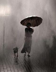 Saul Leiter, Walking In The Rain, Singing In The Rain, Dog Walking, Alfred Stieglitz, Rainy Night, Rainy Days, Stormy Night, Street Photography