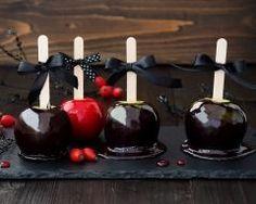 Pommes d'amour noires d'Halloween