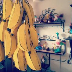 Artesanato mineiro é aqui mesmo!  #artesanato #artesanatomineiro #decoração #foradesérie #decoracao #artesanatos #artesanatobrasil #artesanatoemmadeira #banana #galinhas #prateleira #minasgerais #ig_minasgerais #ôsô